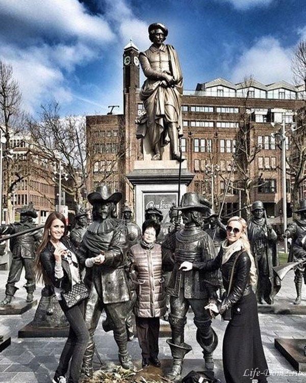 Ольга Бузова в компании родственников отправилась в Голландию