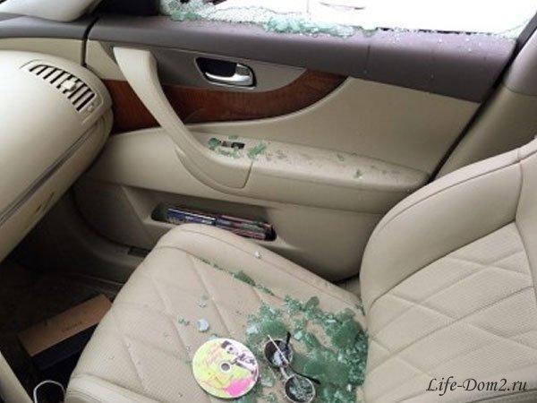 Алене Водонаевой разбили стекло в новом автомобиле