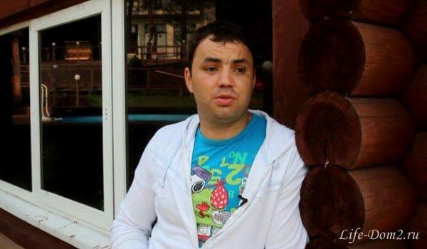 Саша Гобозов: Мне приходится стирать, гладить, убираться!