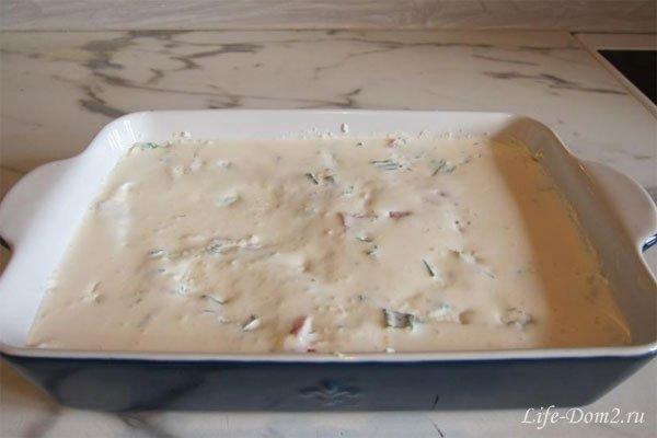 Творожная запеканка с сыром и колбасками