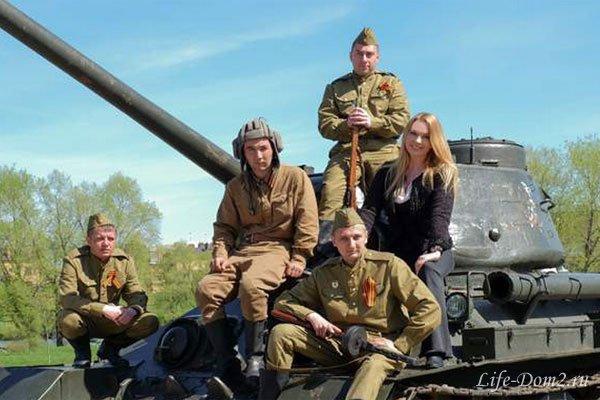 Российская артистка Варвара покаталась на раритетном танке Т-34