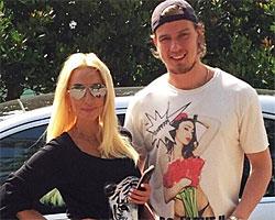 Лера Кудрявцева сфотографировала мужа голышом