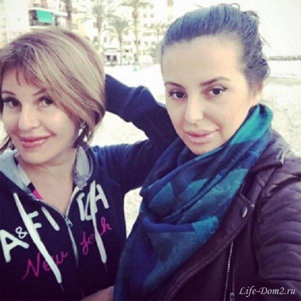 Наталья Штурм с дочерью подготовились к летнему отдыху