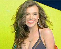 Елена Темникова в купальнике на обложке «Cosmopolitan»