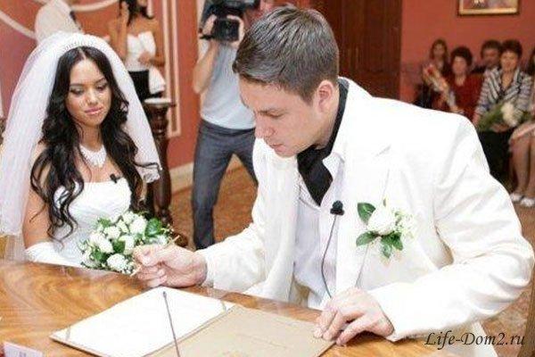 Андрей Чуев до сих пор женат