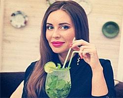 Юлия Михалкова из «Уральских пельменей» умеет доить козу