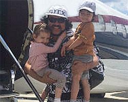 Филипп Киркоров отдыхает с детьми на исторической родине
