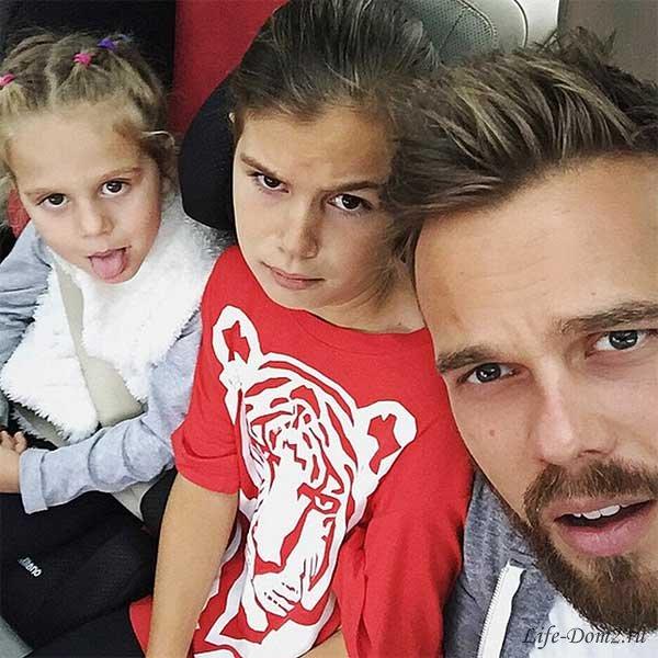Бывший муж Седоковой отправил её детей на работу