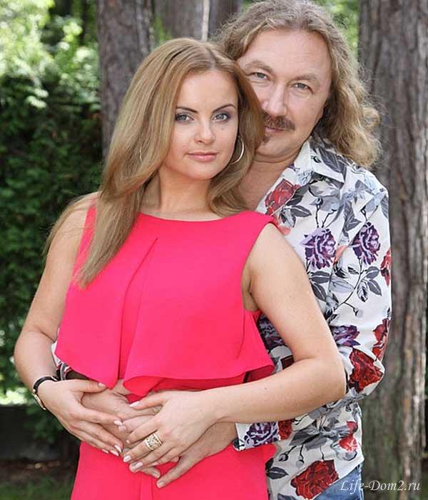 Жена Игоря Николаева показала беременный животик