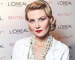 Рената Литвинова плавает на яхте топлес, но с бриллиантами