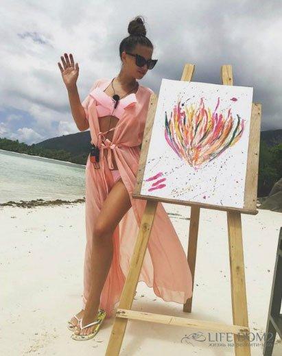 Александра Артемова продает свою картину