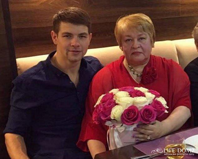 На выбор Дмитрия Дмитренко во многом повлияла его мама
