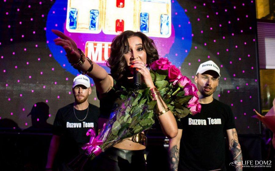 Ольга Бузова на презентации своей новой песни «Мало половин» и клипа к ней