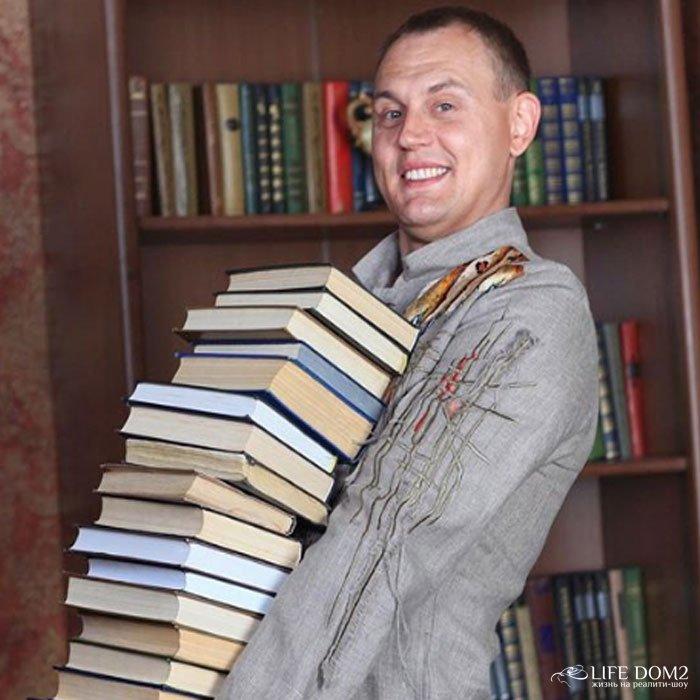 Степан Меньщиков возмущен запросами своей жены