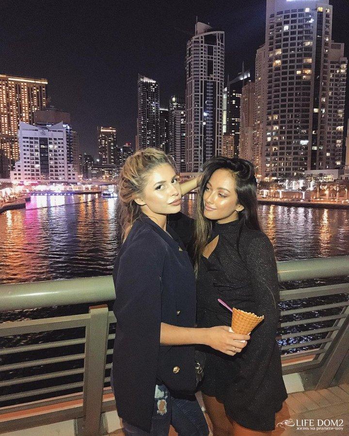 Фотоподборка с отдыха в Дубае Мэри Кулешовой и Алисы Литинской