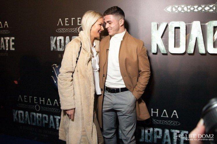 Марина Африкантова и Роман Капаклы в кинотеатре на презентации нового фильма