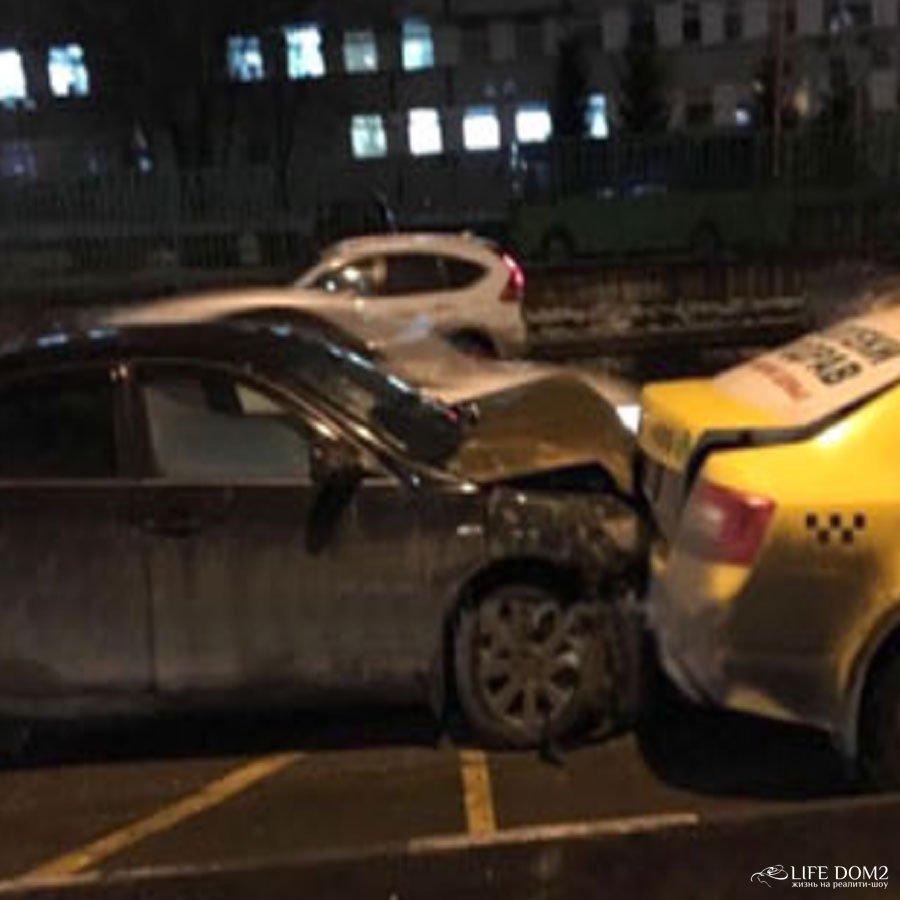 Глеб Жемчугов угодил в ДТП на своем автомобиле и повредил несколько машин
