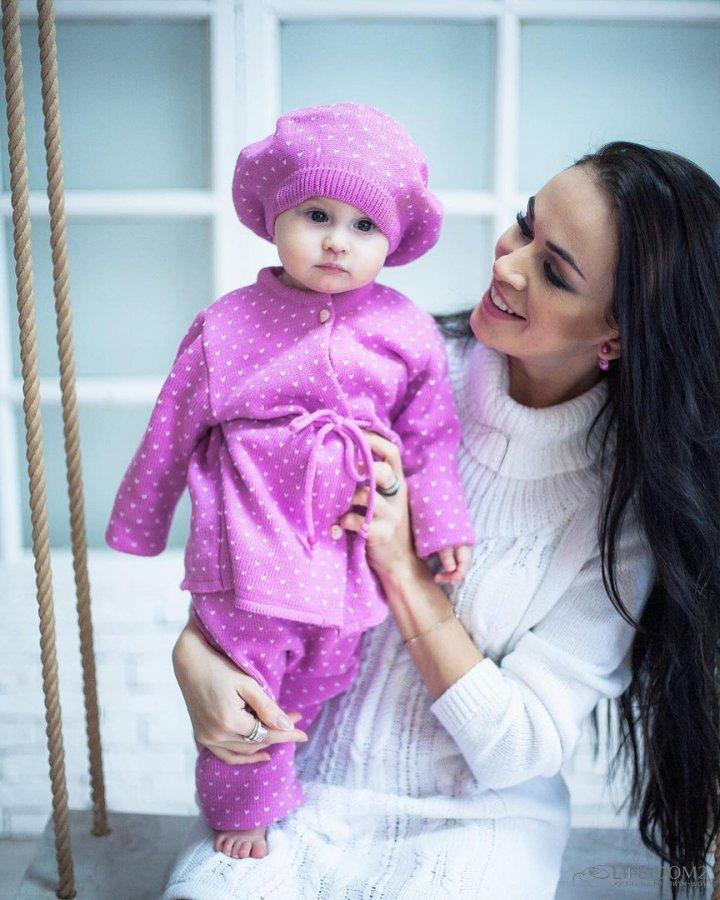 Фотосессия Евгении Меньщиковой с годовалой дочкой Варварой