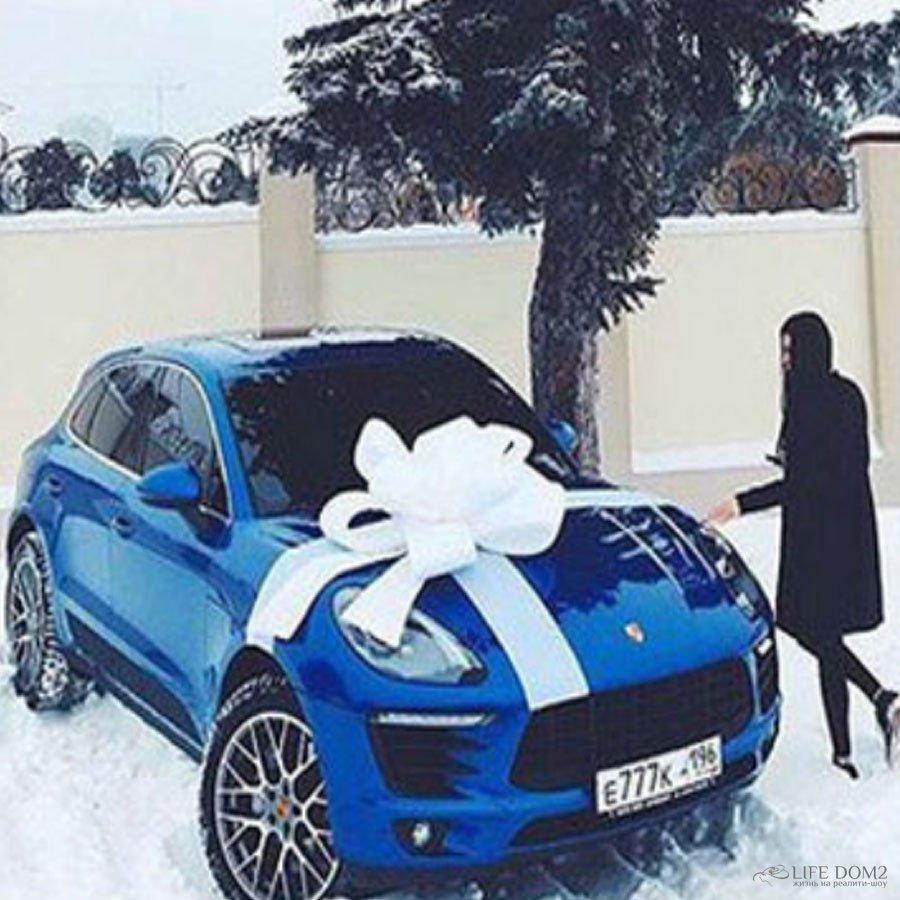 Экс-участница «Дома 2» Варвара Третьякова получила на новый год в подарок автомобиль