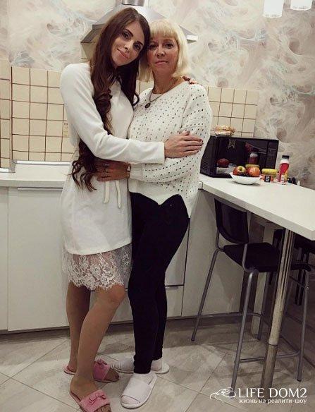 Дима Дмитренко пригласил мать Оли Рапунцель погостить на «Дом 2»