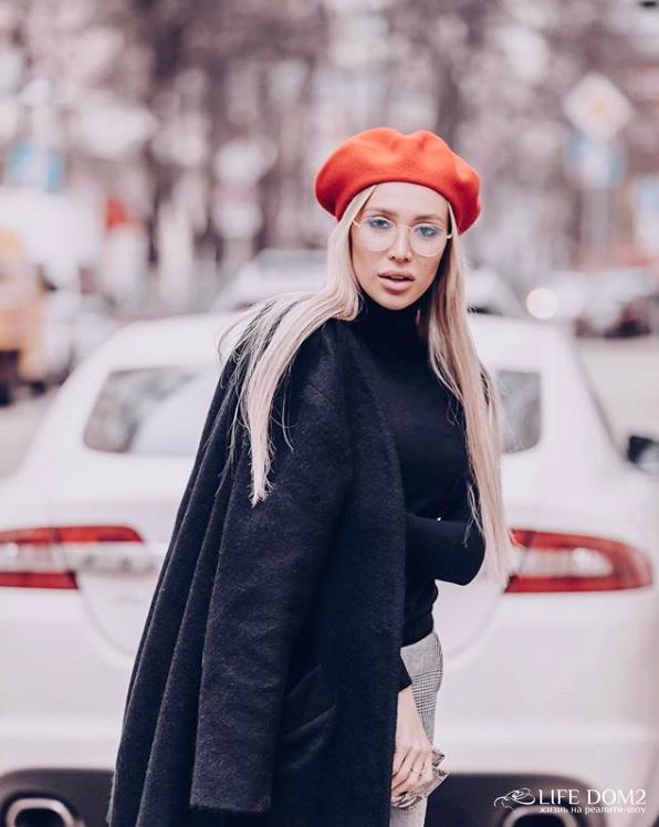 Фотосессия очаровательной экс-участницы «Дом 2» Лизы Полыгаловой