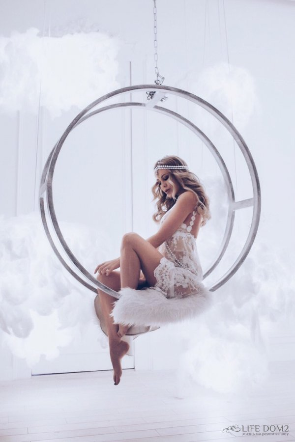 Красивая фотосессия экс-участницы «Дом 2» Юлии Свешниковой