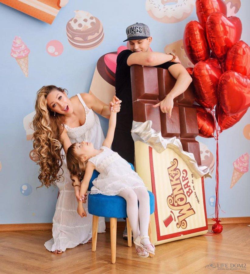 Семейная фотосессия экс-участников «Дом 2» Алёны Ашмариной и Ильи Григоренко
