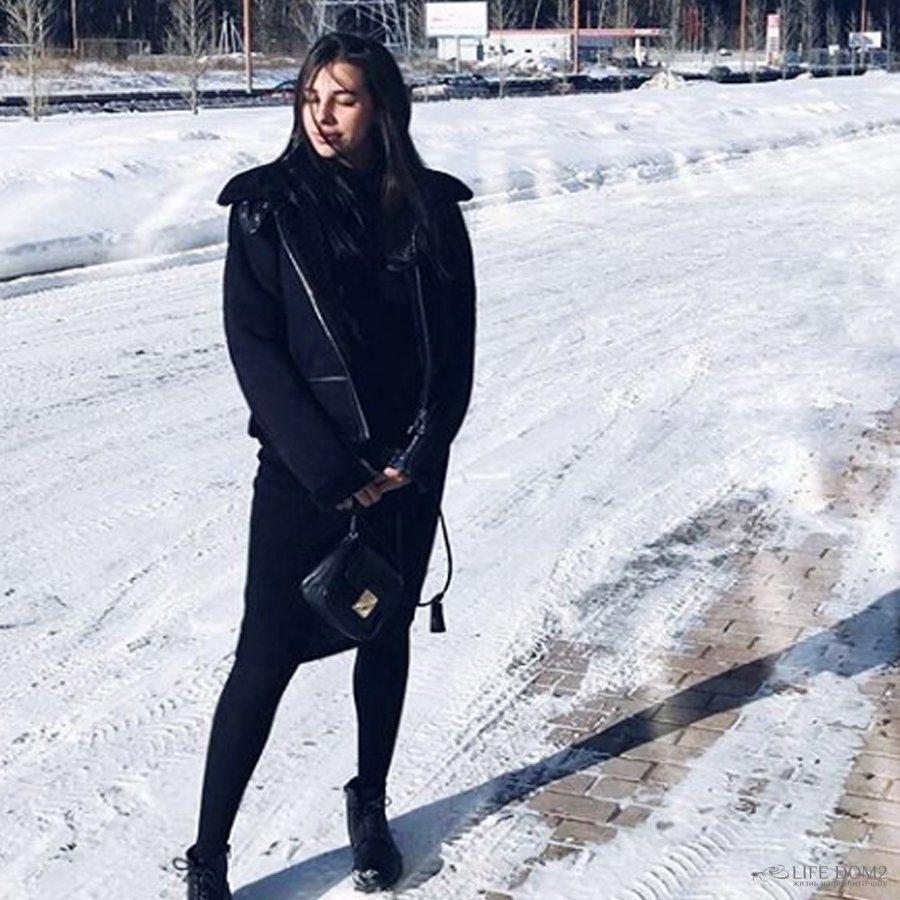Варвара Третьякова решила больше не скрывать свой беременный живот