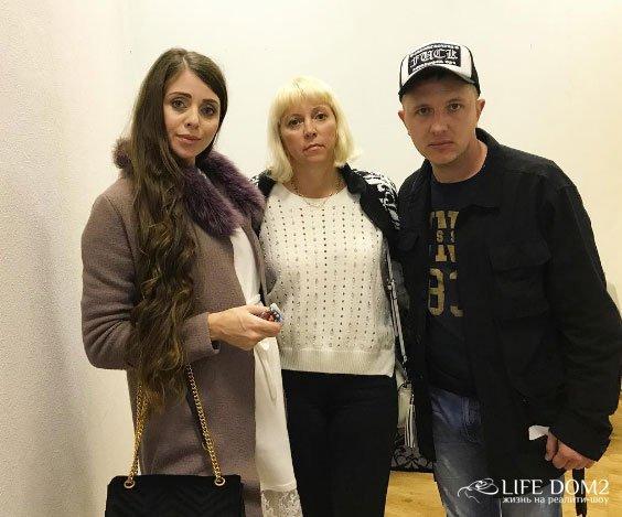 Ольга Орлова усердно поддерживает пару Яббарова и Савкиной