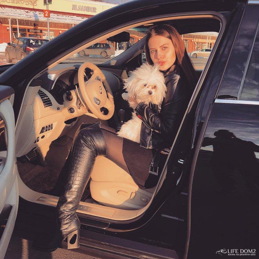 Саша Артемова без ума от своей собаки