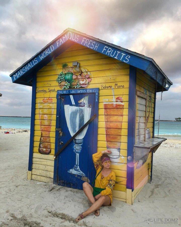 Очаровательная Нелли Ермолаева с мужем и сыном отдыхают на Багамах
