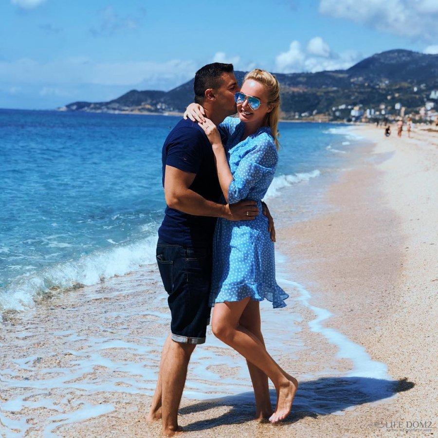 Фотоподборка счастливых Дарьи и Сергея Пынзарь с солнечной Аланьи