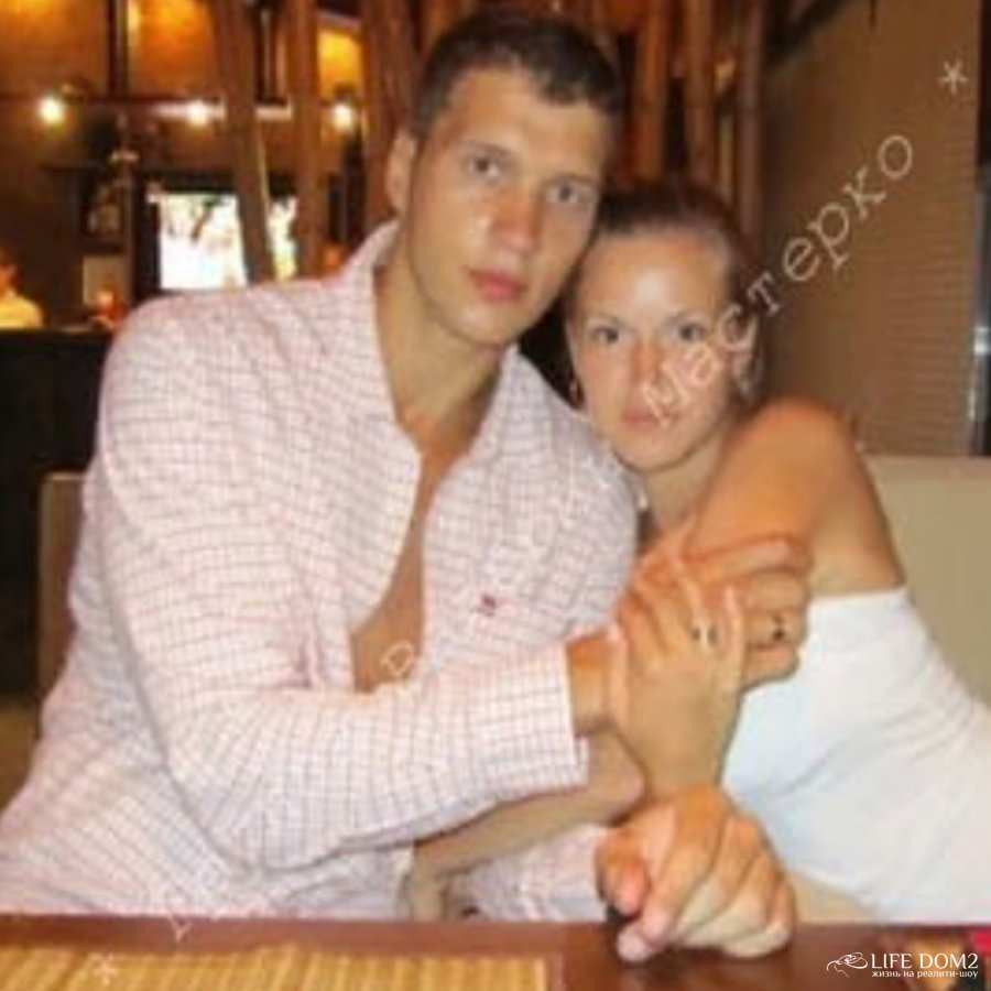 В сети появились фотографии Виктора Шароварова со своей бывшей супругой