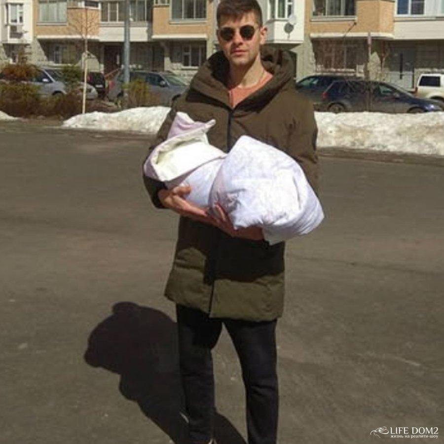 Ольгу Рапунцель обвинили в неумении ухаживать за своим ребенком