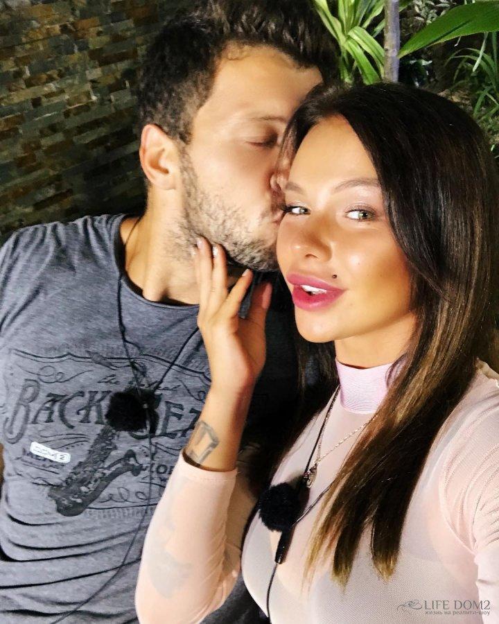 Фотоподборка влюблённых Виктора Шароварова и Александры Шева