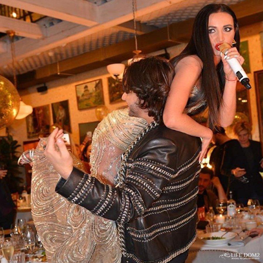 Зрители гадают, могла ли Ольга Бузова быть причастной к порче автомобиля Тимура Батрутдинова