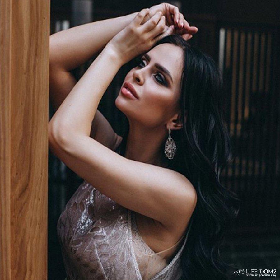 Подмышки экс-участницы телепроекта «Дом 2» Виктории Романец выглядят отвратительно