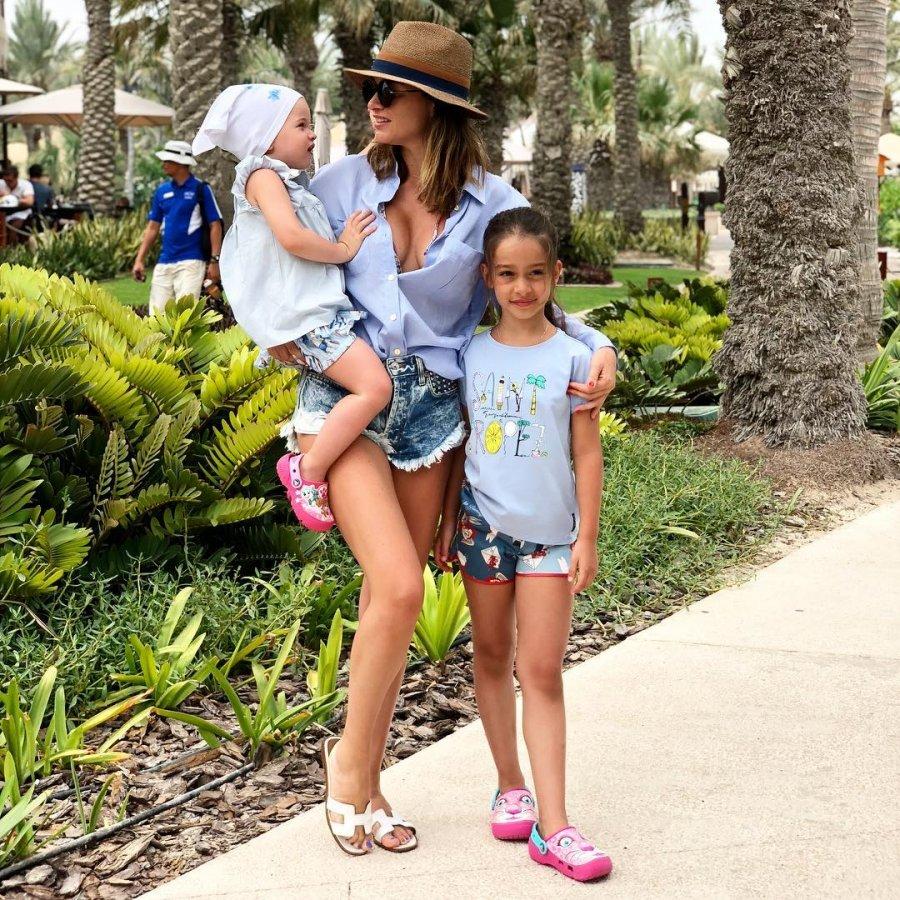 Ксения Бородина со своими дочками на отдыхе в Дубае