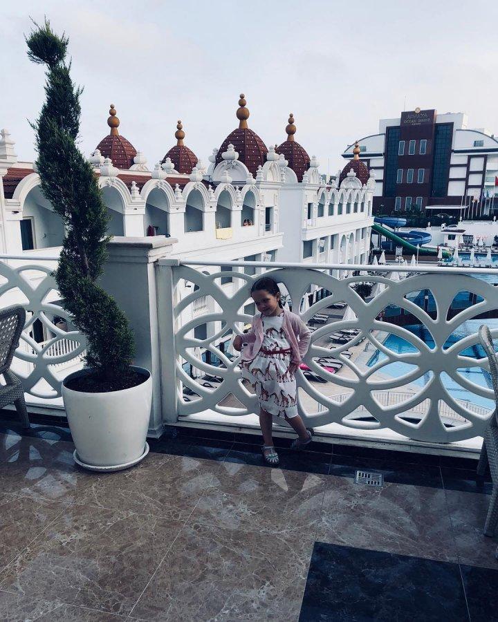 Фотоподборка экс-участников «Дом 2» Насти Волынец и Богдана Бобрикова с отдыха на море