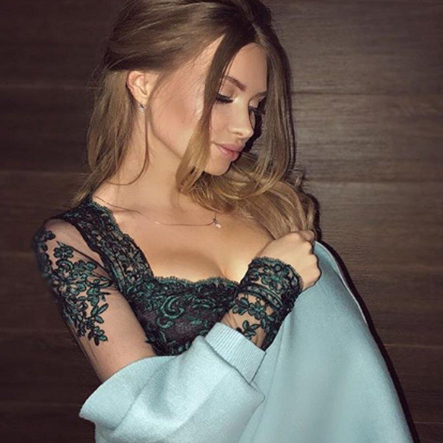 На отфотошопленных снимках Евгения Феофилактова напоминает «восковую куклу»