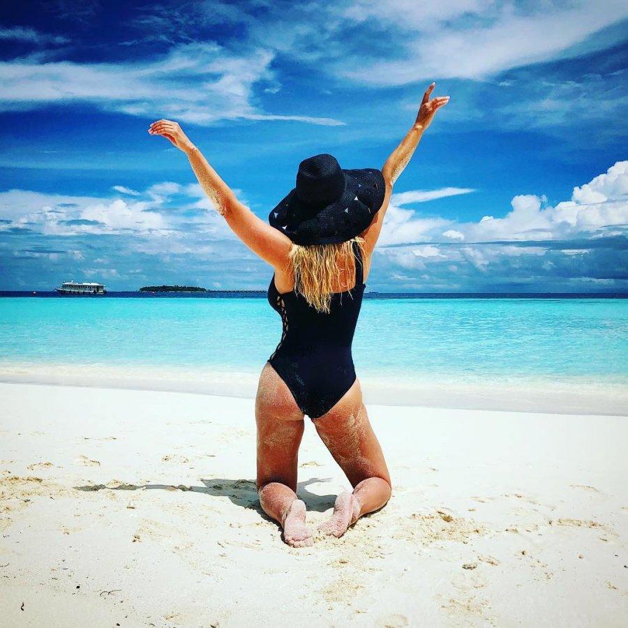 Анна Семенович продемонстрировала роскошные формы на Мальдивах