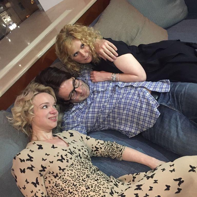 Малахов провел вечер в одной постели с женой и Цымбалюк-Романовской