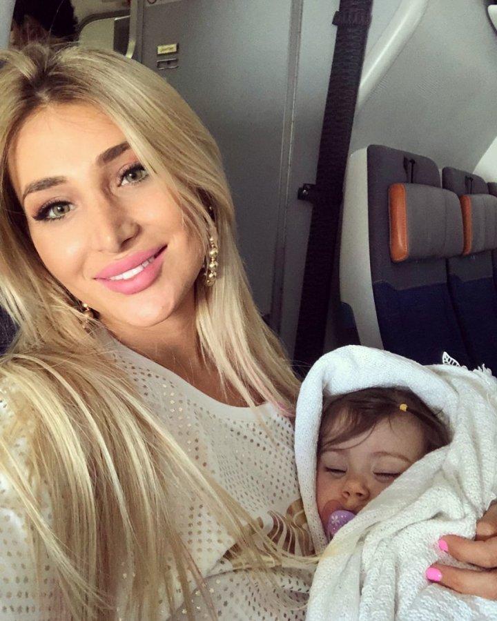 Тата Блюменкранц поделилась впечатлениями от первого перелета с дочкой