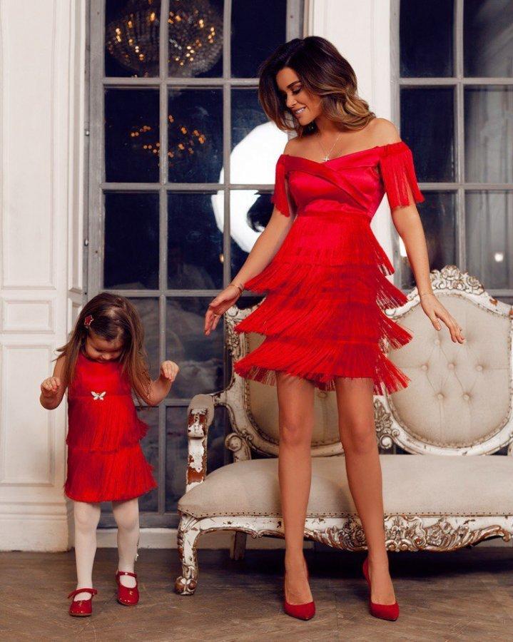 Красивая фотосессия очаровательной ведущей «Дом 2» Ксении Бородиной и маленькой Теоны