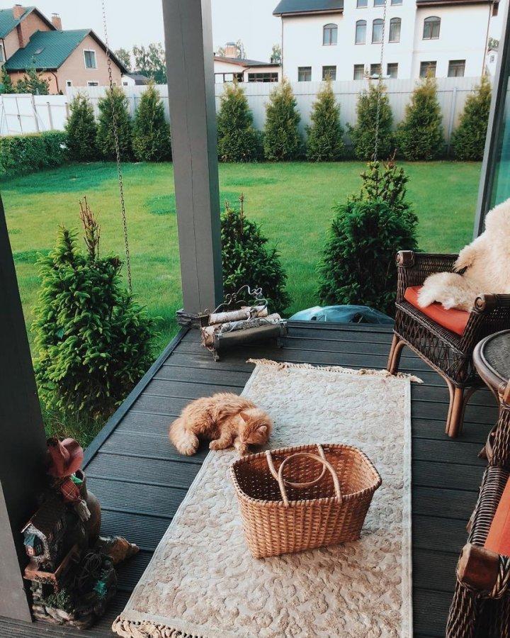 Нелли Ермолаева с семьей переехала в загородный дом