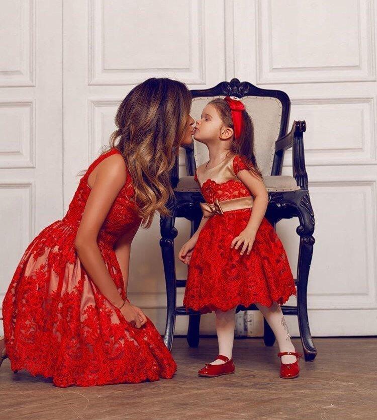 Фотосессия очаровательной Ксении Бородиной с младшей дочкой Теоной