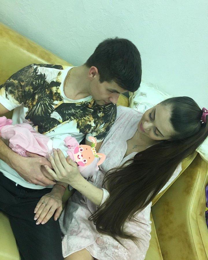 Дмитрий и Ольга Дмитренко готовятся к крещению дочери