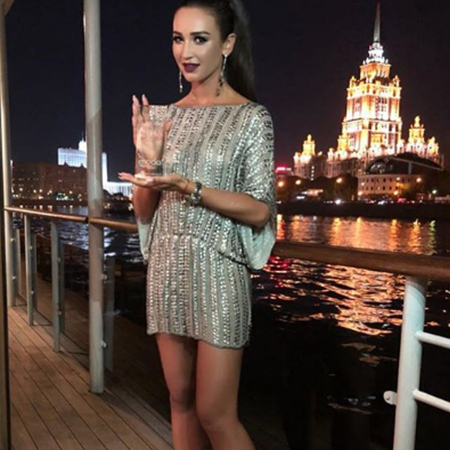 Ведущая телепроекта «Дом 2» Ольга Бузова засветила все свои «личные места» на теле