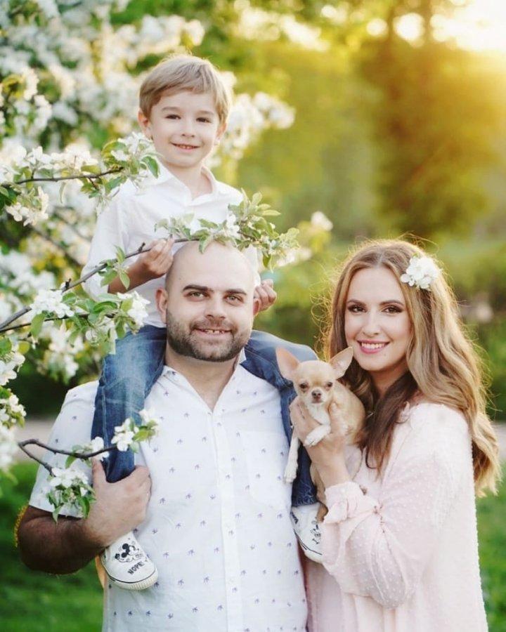 Красивая фотосессия в парке сестёр Агибаловых со своими семьями
