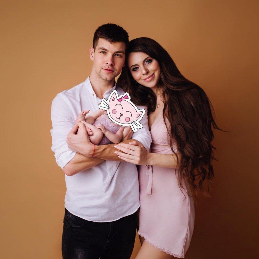 Дима и Оля Дмитренко стараются подогревать интерес к своей семье